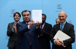 Tajikistan's President Emomali Rahmon (L front)