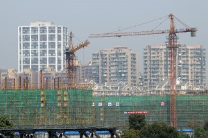 Buildings under construction in Hangzhou, capital of east China's Zhejiang Province. [Xinhua]