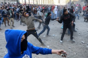 Protesters clash with police near Cairo's Tahrir Square. [Xinhua]