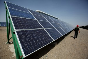 China's Largest Photovoltaic On-grid Power Project Is Under Construction (Xinhua Images)