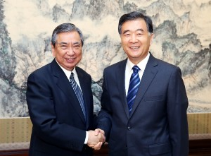 Chinese Vice Premier Wang Yang (R) meets with a delegation led by Yohei Kono[Xinhua]