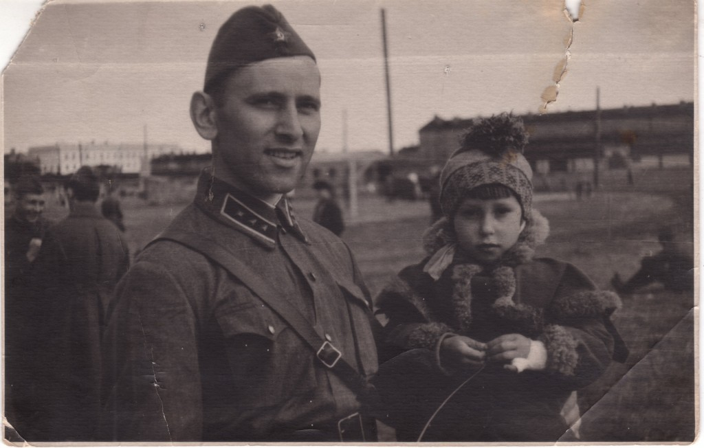 Vladimir Feskov, Colonel in the Red Army (1908-2003) with his daughter Albina [Image: The BRICS Post]