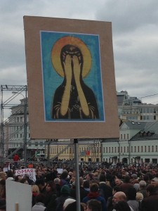 Protestors held an image of Our Lady with her eyes shut. (Image- TBP)