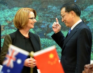 Chinese premier Li Keqiang (right) and Australian prime minister Julia Gillard [Xinhua]