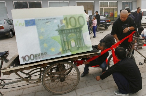 China's central bank, the People's Bank of China (PBC) on Thursday signed a three-year currency swap agreement worth 350 billion yuan ($57 billion) with the European Central Bank (ECB) in October 2013 [Getty Images]