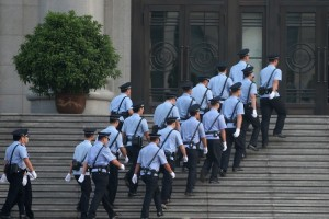 Chinese policemen walk into the Jinan Intermediate People's Court [Getty Images]