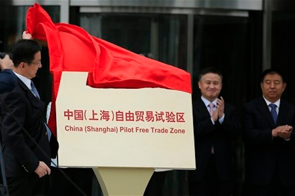 Shanghai Municipality Communist Party Secretary Han Zheng, left, inaugurates the Shanghai Free Trade Zone during a ceremony in Pudong district, Shanghai Sunday, Sept. 29, 2013 [AP]