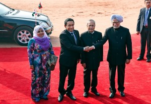 Indian Prime Minister Manmohan Singh, right, shakes hands with Maldives President Yaamin Abdul Gayoom, second left, as his wife Fathimath Ibrahim, left, and Indian President Pranab Mukherjee look on during a ceremonial reception at the Indian presidential palace, in New Delhi, India, Thursday, Jan. 2, 2014 [AP]