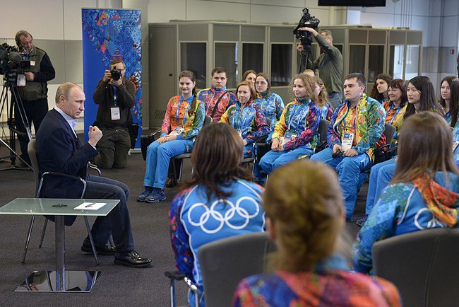 Vladimir Putin met with volunteers at the XXII Winter Olympics and XI Winter Paralympics in Sochi on Friday [PPIO]