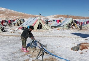 Syrian refugees face a miserable winter living in tents [AP]