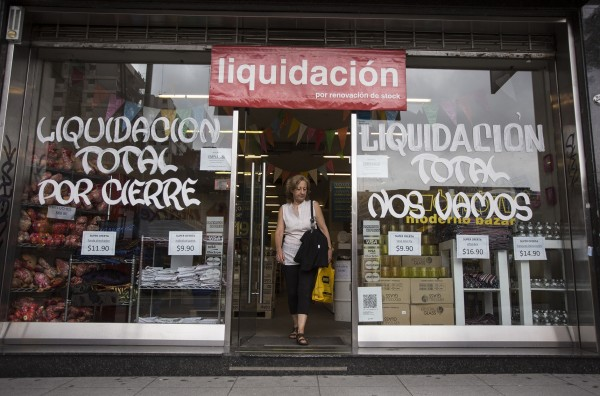 Some businesses are liquidating stock on fears the Argentine Peso may further depreciate [Xinhua]