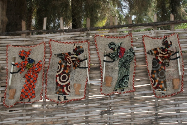 Handicrafts to be sold are seen in a village of Jola people, in Casamance, southern Senegal, Feb. 4, 2014 [Xinhua]