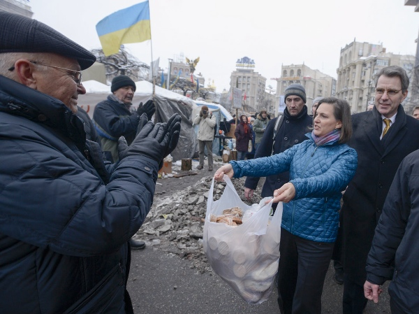 Nuland offered food to pro-European Union activists as she and U.S. Ambassador to Ukraine Geoffrey Pyatt, right, walked through Independence Square in Kiev, Ukraine, on Wednesday [AP]