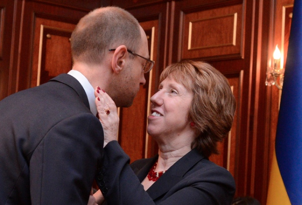Ukrainian opposition leader Arseniy Yatsenyuk, left, and EU foreign policy chief Catherine Ashton greet each other prior to their talks in Kiev,greet Ukraine, Monday, Feb. 24, 2014 [AP]