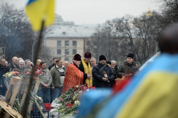 As European markets tumble on fears of escalation in the Ukraine, mourners gather to remember those killed in Kiev clashes [Xinhua]