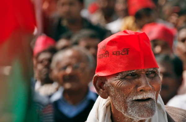 "An Indian Samajwadi Party supporter listens to party leader Mulayam Singh Yadav at a public rally ""Desh Banao, Desh Bachao"", or ""Make the Country, Save the Country"", in Allahabad, India, Sunday, March 2, 2014 [AP]"
