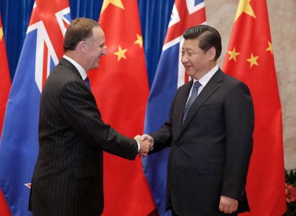 Chinese President Xi Jinping (R) meets with visiting New Zealand's Prime Minister John Key in Beijing on March 19, 2014 [Xinhua]
