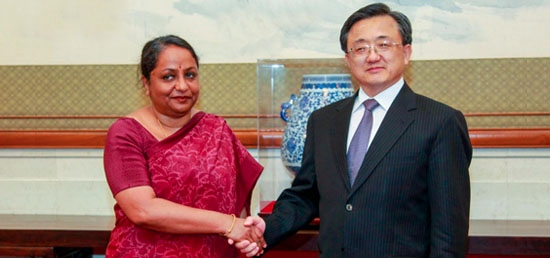 Chinese Deputy Foreign Minister Liu Zhenmin and Indian Foreign Secretary Sujatha Singh held strategic talks as part of an annual dialogue in Beijing on 14 April 2014 [Xinhua]