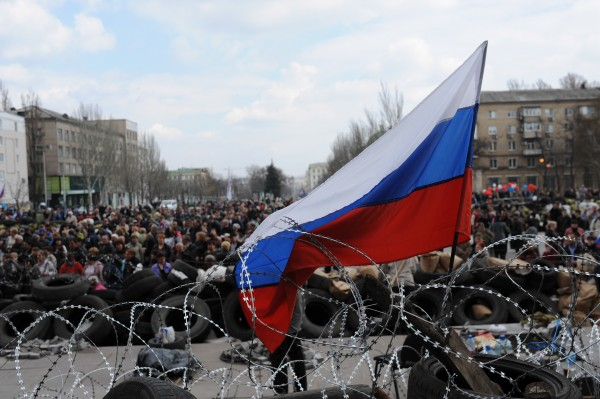File photo of Pro-Russian protesters refusing to leave the government buildings in the east Ukrainian city of Donetsk in April 2014 [Xinhua]