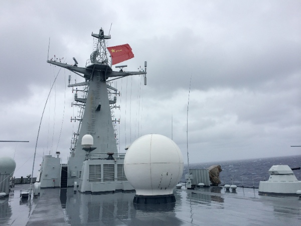 Photo taken on April 23, 2014 shows Chinese Navy's amphibious landing vessel Jinggangshan during a search mission for the missing Malaysia Airlines flight MH370 in Southern Indian Ocean [Xinhua]