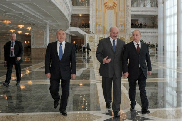 Putin (right) at a summit meeting of the Supreme Eurasian Economic Council in Minsk, Belarus on 29th April 2014 [PPIO]