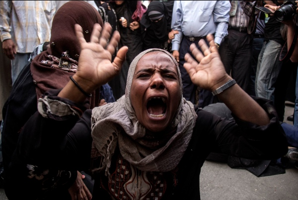 An Egyptian woman screams after a judge sentenced to death 683 alleged supporters of the country's ousted Islamist president over acts of violence and the murder of policemen in the latest mass trial in the southern city of Minya, Egypt, Monday, April 28, 2014 [AP]