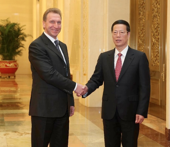 Chinese Vice Premier Zhang Gaoli (R) holds talks with Russian First Deputy Prime Minister Igor Shuvalov in Beijing, May 8, 2014 [Xinhua]