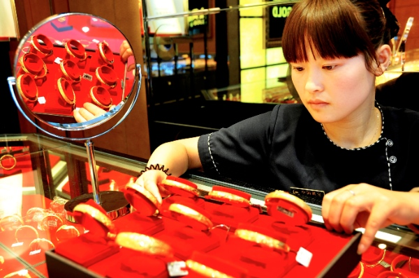 Consumer gold demand in number one buyer China fell to 263.2 tonnes [Xinhua]
