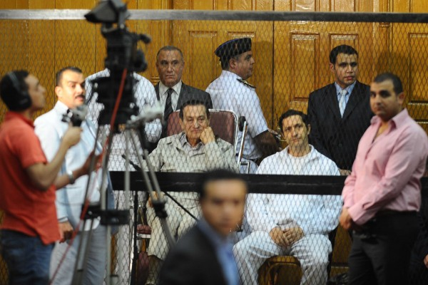 File photo showing Mubarak and his sons in a Cairo court in September 2013 [Xinhua]