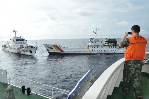 Chinese and Vietnamese vessels come close to colliding in the South China Sea last week [Xinhua]