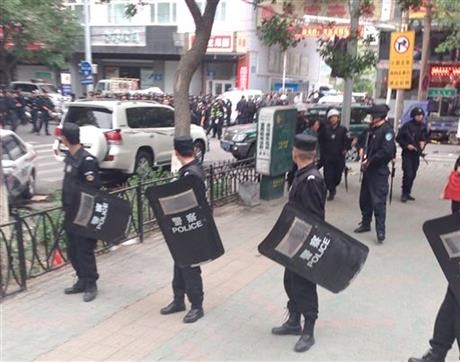 Chinese security personnel near a blast site which has been cordoned off, in downtown Urumqi, capital of northwest China's Xinjiang Uygur Autonomous Region, Thursday, May 22, 2014 [Xinhua]
