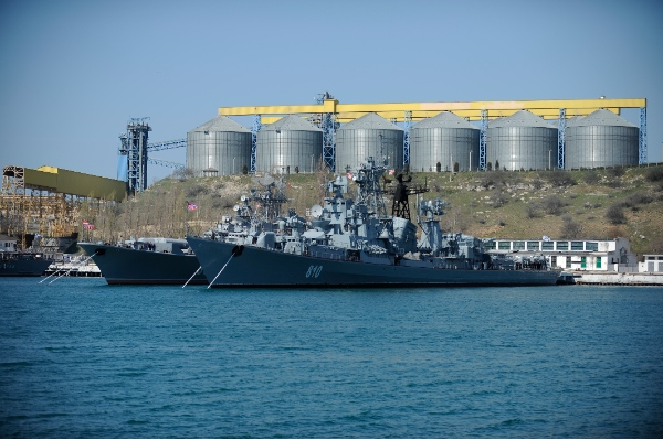 Russian Black Sea fleet ships are anchored in one of the bays of Sevastopol, Crimea, Monday, March 31, 2014 [AP]