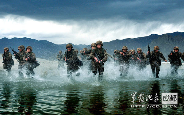 A brigade under the Tibet Military Command (MC) of the Chinese People's Liberation Army (PLA) at a practice session in the Ihasa River in late April, 2014 [Image: Ministry of Defense, China]