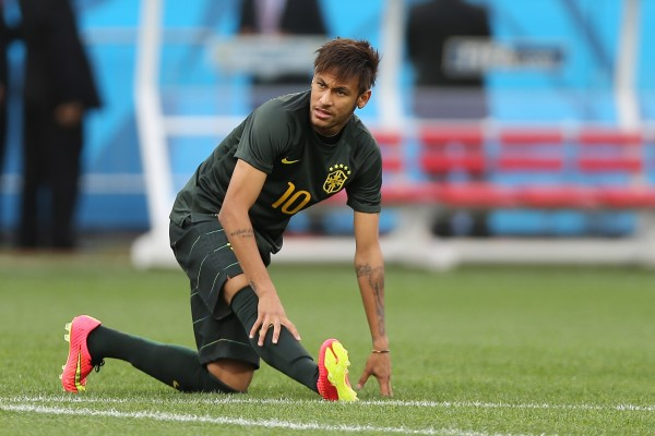 Brazilian player Neymar stretches during training ahead of today's opener against Croatia. Many star players from powerful teams will miss the World Cup due to injuries [Xinhua]