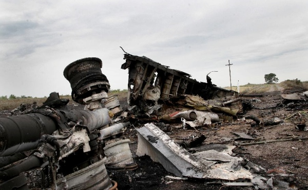 Photo taken on July 18, 2014 shows the debris at the crash site of MH17 of Malaysian Airlines near the city of Shakhtarsk in Ukraine's Donetsk region [Xinhua]