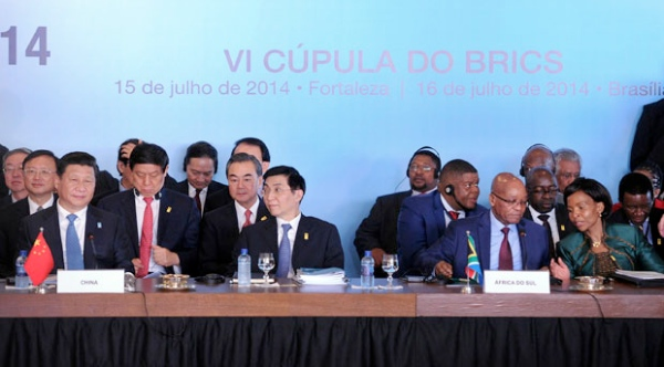 Chinese President Xi Jinping (extreme left, front row) and his South African counterpart Jacob Zuma (second from right) at the 6th BRICS Summit in Brasilia, Brazil on 16 July 2014 [GCIS]