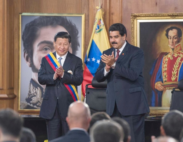 Chinese President Xi Jinping (L) is awarded Liberator Medal by his Venezuelan counterpart Nicolas Maduro in Caracas, Venezuela, July 20, 2014 [Xinhua]