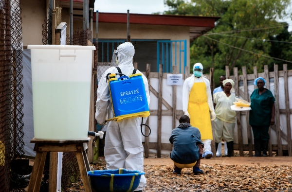 A medical worker is seen outside an Ebola treatment center at the government hospital in Kenema, east of Sierra Leone, Aug. 18, 2014 [Xinhua]