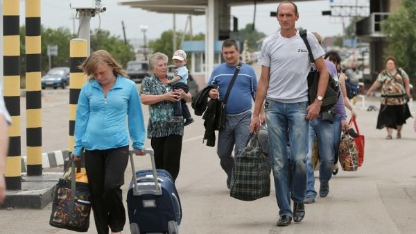 Refugees flee across Ukraine-Russian border [AP]