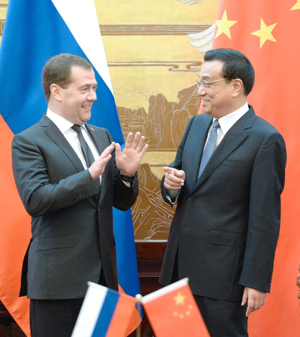 File photo of Chinese Premier Li Keqiang (R) and his Russian counterpart Dmitry Medvedev in Beijing, China in October 2013 [Xinhua]