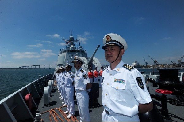 Chinese navy soldiers and officers aboard missile destroyer Haikou stands in formation as the warship arrives at Naval Base San Diego, the United States, Aug. 10, 2014 [Xinhua]