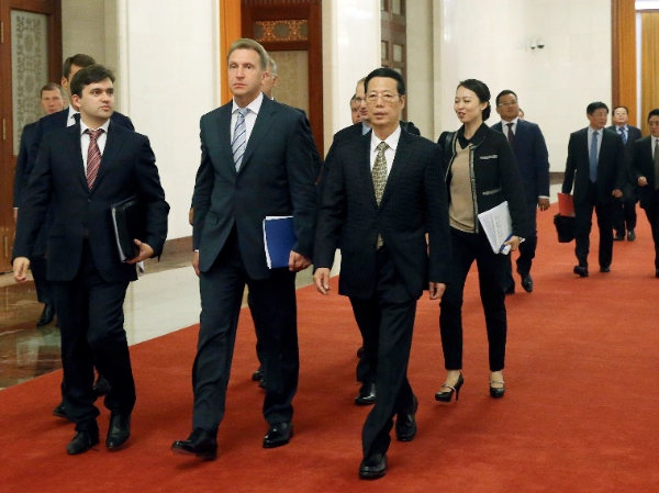 Chinese Vice Premier Zhang Gaoli (1st R, front) and Russian First Deputy Prime Minister Igor Shuvalov (2nd R, front) co-chair the first meeting of the China-Russia Investment Cooperation Committee in the Great Hall of the People in Beijing, China, Sept. 9, 2014 [Xinhua]