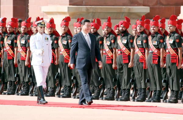 Chinese President Xi Jinping attends a welcome ceremony held by his Indian counterpart Pranab Mukherjee in New Delhi, India, Sept. 18, 2014 [Xinhua]