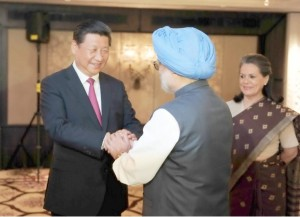 Chinese President Xi Jinping (L) meets with Sonia Gandhi (R), head of the Indian National Congress Party, and Manmohan Singh (C), former Indian prime minister in New Delhi, India, Sept. 19, 2014 [Xinhua]