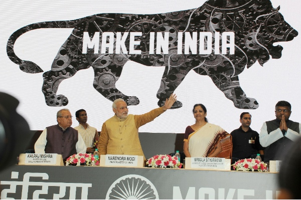 "Indian Prime Minister Narendra Modi (3nd L) unveils the logo of ""Make in India"" initiative prior to his scheduled departure to the United States in New Delhi, India, Sept. 25, 2014 [Xinhua]"