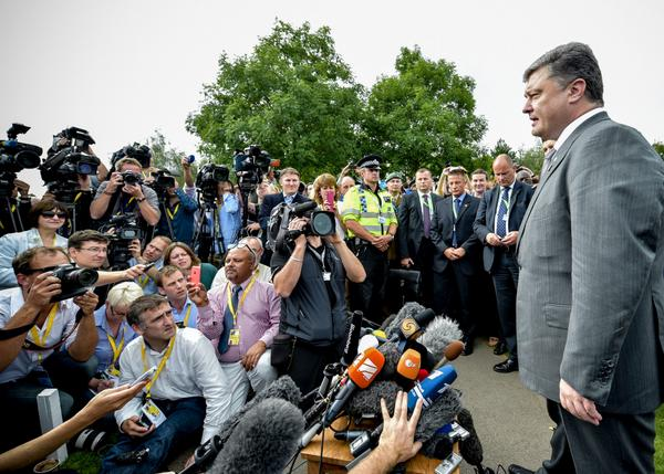 Ukrainian President Petro Poroshenko addresses journalists after announcing a ceasefire with rebel groups during a NATO Summit in Wales on 5 September 2014 [Image: Ukraine Presidency]