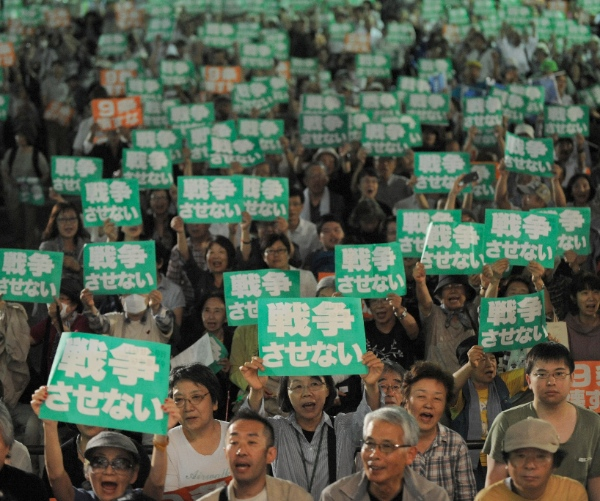 "People shout slogans and hold placards saying ""we won't let Japan go to wars"" during a protest against Abe cabinet's policy to ease the limit of the country's pacifist Constitution in Tokyo, Japan, Sept. 4, 2014 [Xinhua]"