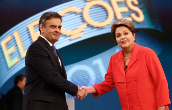Brazil's President and presidential candidate for the Worker's Party (PT) Dilma Rousseff (R) shakes hands with candidate for Brazilian Social Democratic Party (PSDB) Aecio Neves during a television debate in Jacarepagua, west of Rio de Janeiro, Brazil, on Oct. 24, 2014 [Xinhua]