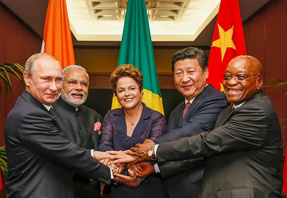Chinese President Xi Jinping, Russian President Vladimir Putin, Indian Prime Minister Narendra Modi, South African President Jacob Zuma and Brazilian President Dilma Rousseff met in Brisbane, Australia on 15 November 2014 [gov.br]