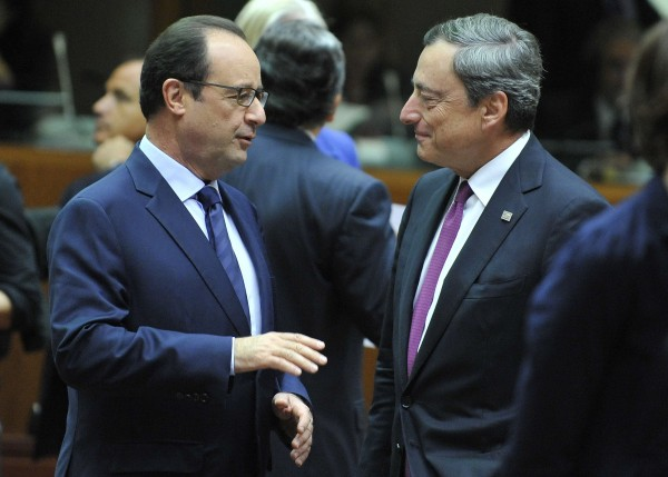 French President Francois Hollande, left, meets with Draghi during a policy meeting. France is dangerously close to recession and seen its economy retract in previous quarters [Xinhua]